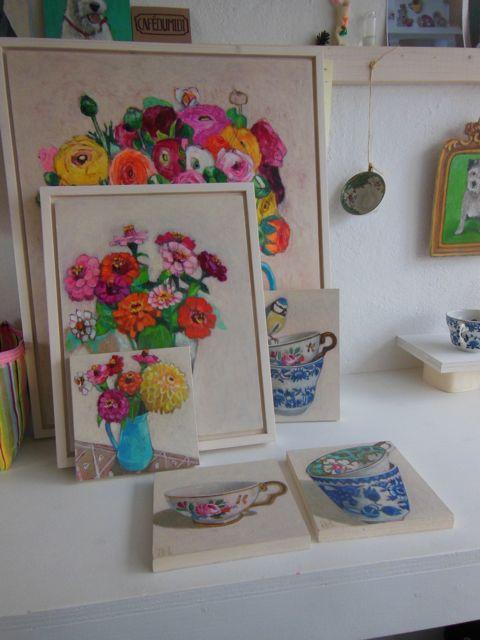 schilderijen door interieur in kleur